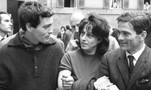 """Franco Citti e Anna Magnani con Pasolini  sul set di """"Mamma Roma"""", 8 aprile 1962. Foto di Rodrigo Pais"""