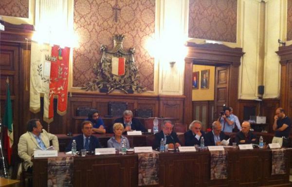"""""""Pasolini intervista Pound"""". Un'immagine del convegno di Bari, 18 giugno 2012"""