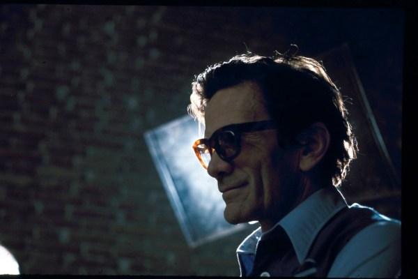 "Pasolini sul set di ""Salò"" (1975). Foto di Gideon Bachmann"