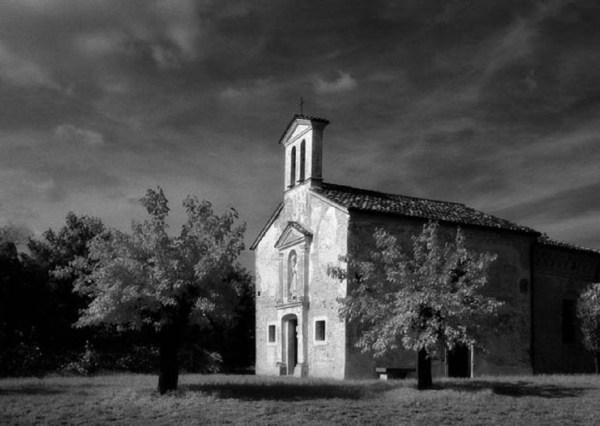 Chiesetta di Versuta. Foto di Elio Ciol