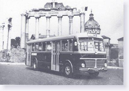 Roma. Vecchio autobus