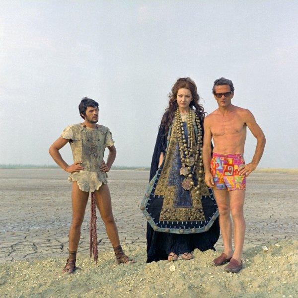 """Da dx, Giuseppe Gentile, Maria Callas e Pasolini, sul set di """"Medea"""" (1968)"""