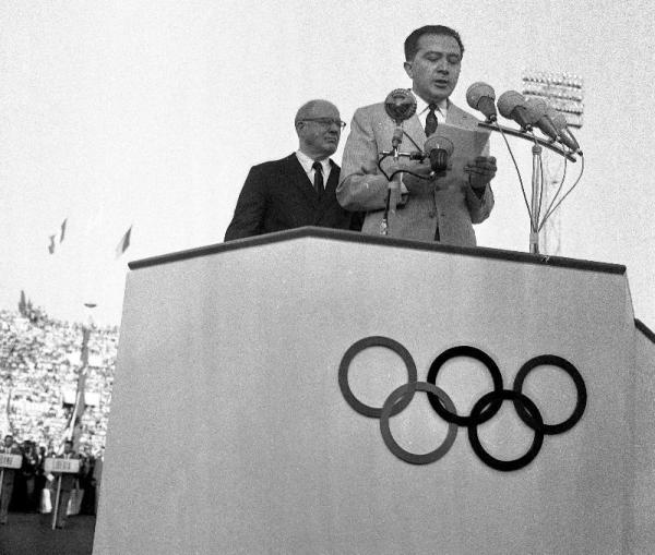 Il ministro Andreotti all'inaugurazione delle Olimpiadi di Roma