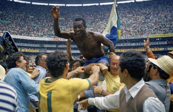 Il Brasile esulta dopo la vittoria sull'Italia ai mondiali del 1970