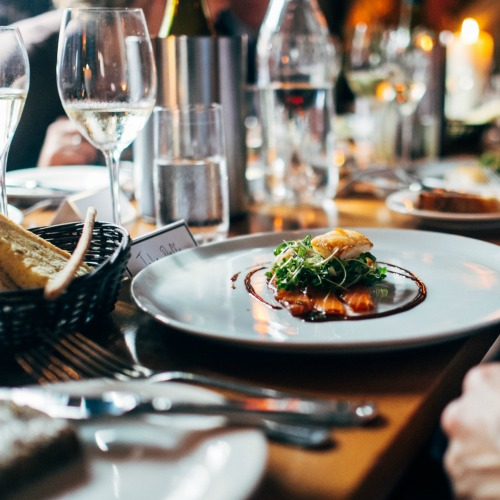 12 Tips To Save Money At Restaurants