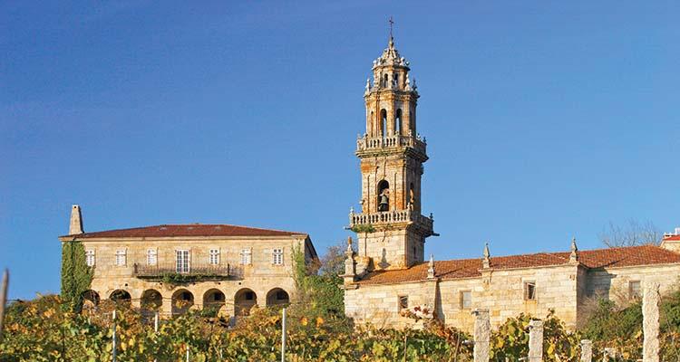 Rectoral e igrexa de Santo AndrÈ de Camporredondo dende a viÒa do Cajide