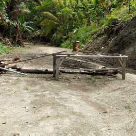 Ruas Jalan Alternatif Kalkote-Netar kembali Dipalang