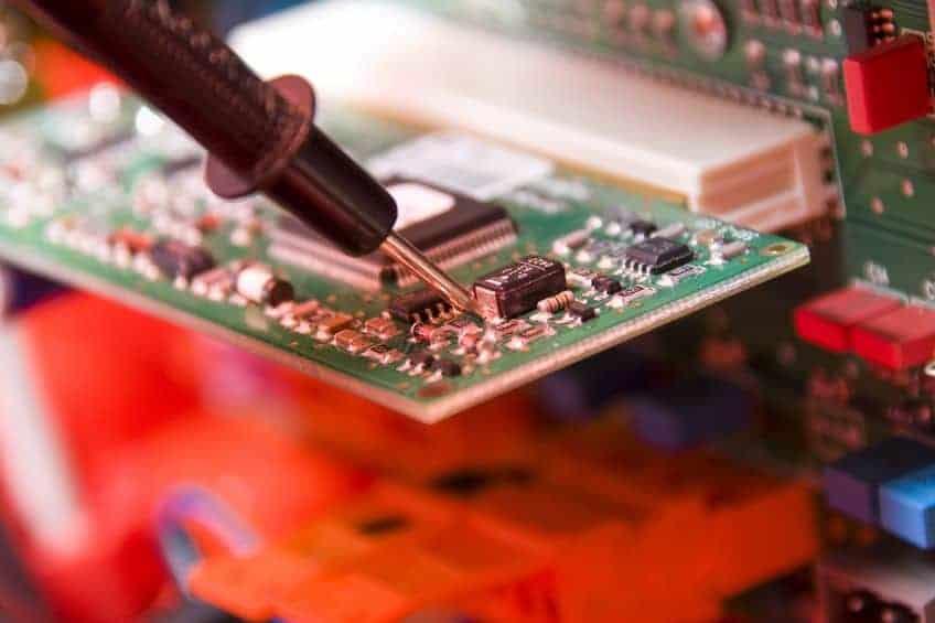 Saldatura scheda computer