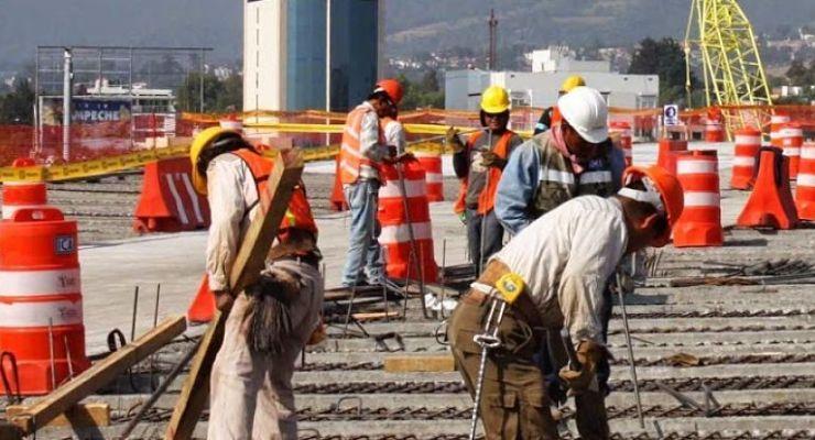 Fenómenos meteorológicos adversos son capaces de producir daños y perjudicar a trabajadores de construcción durante su jornada laboral.