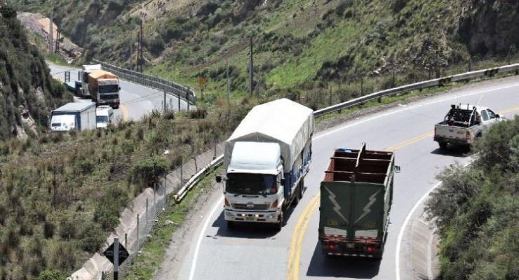 Defensoría del Pueblo pide al gobierno el uso de controles electrónicos de velocidad en las carreteras