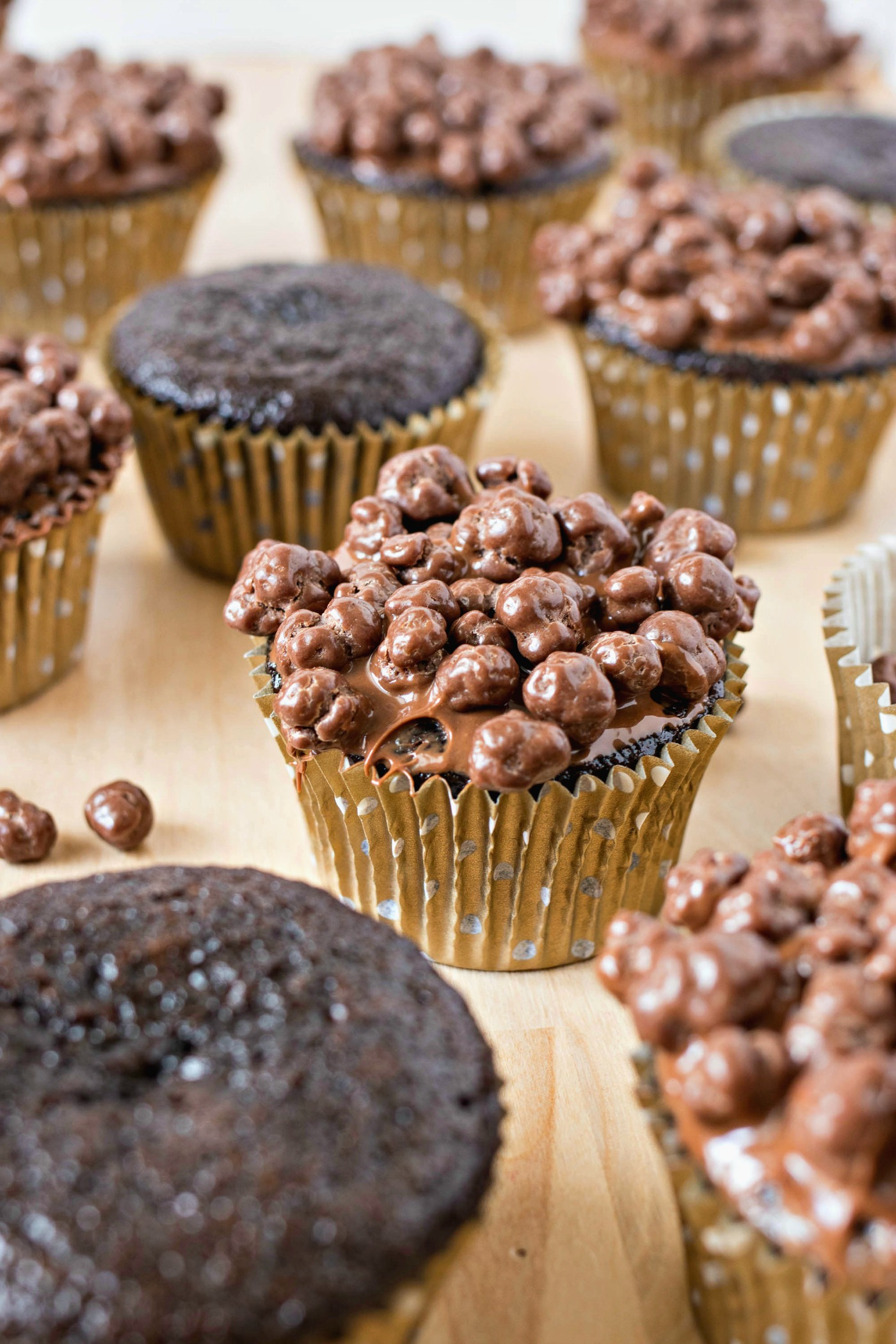 Nutella Crunch Cupcakes both topped and plain