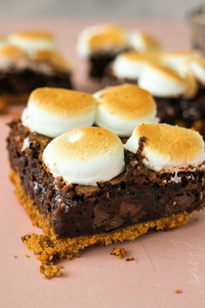 close up of a smores brownie with more brownies in the background
