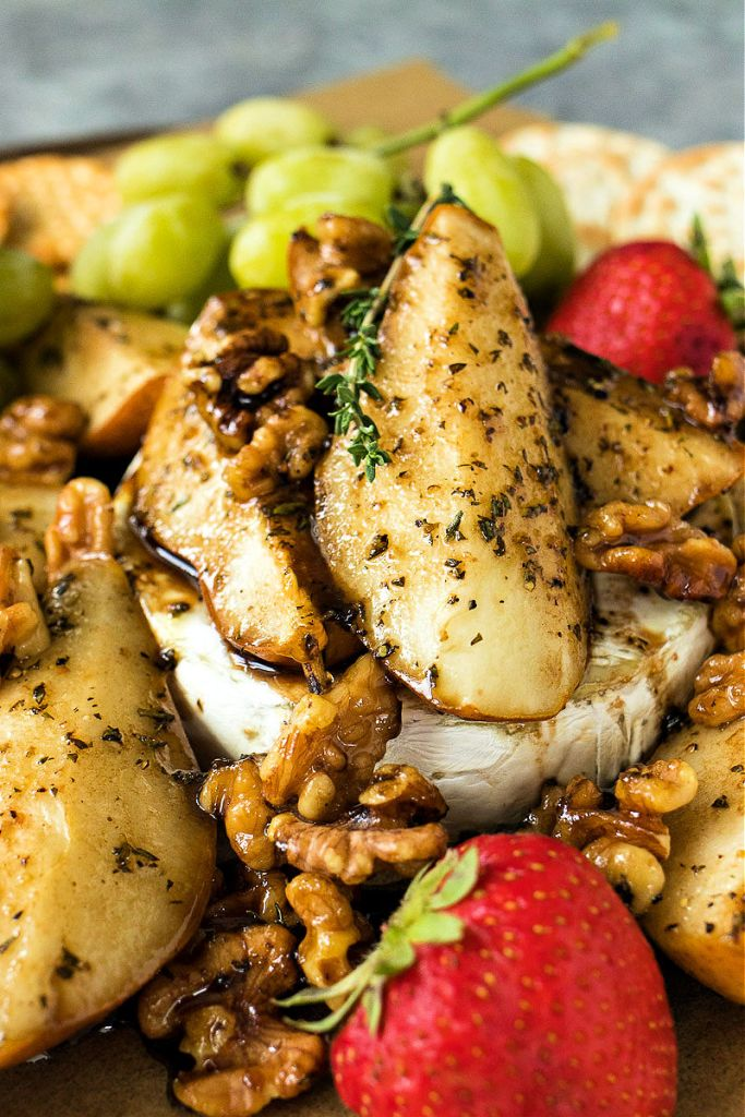 baked brie with roasted pears on top