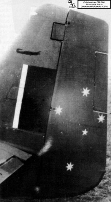 Le 5 stelle del 3° Squadron RAAF e il coccodrillo in alto a sinistra