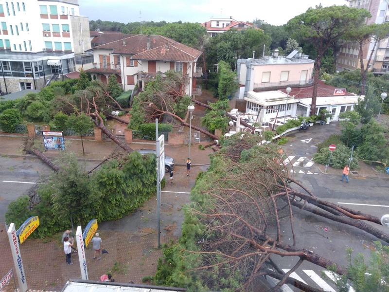 Tornado devasta Milano Marittima