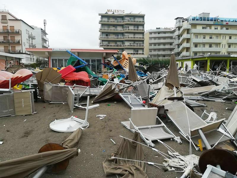 Tornado devasta Milano Marittima - Il blog di Cervia e ...