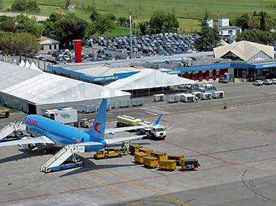Primo aereo all'aeroporto Ridolfi di Forlì