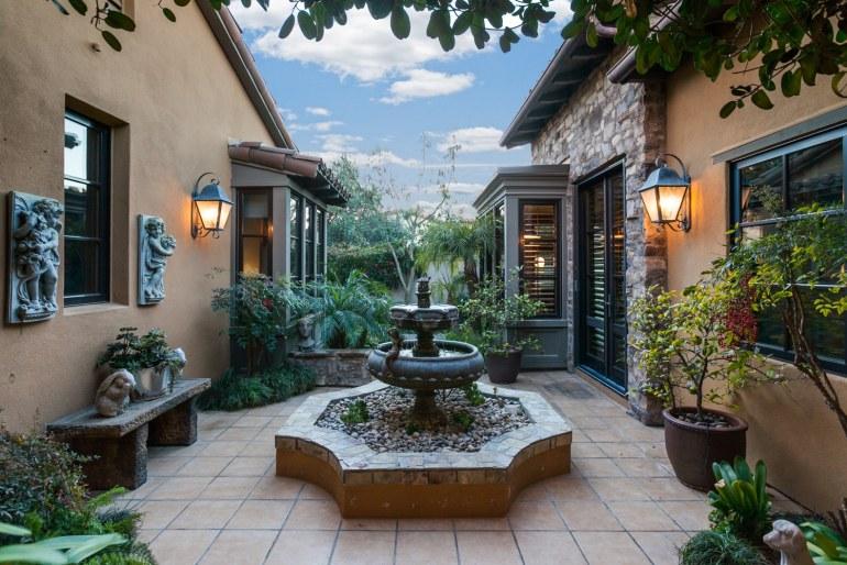 53 Overlook Dr - Cesi Pagano - courtyard