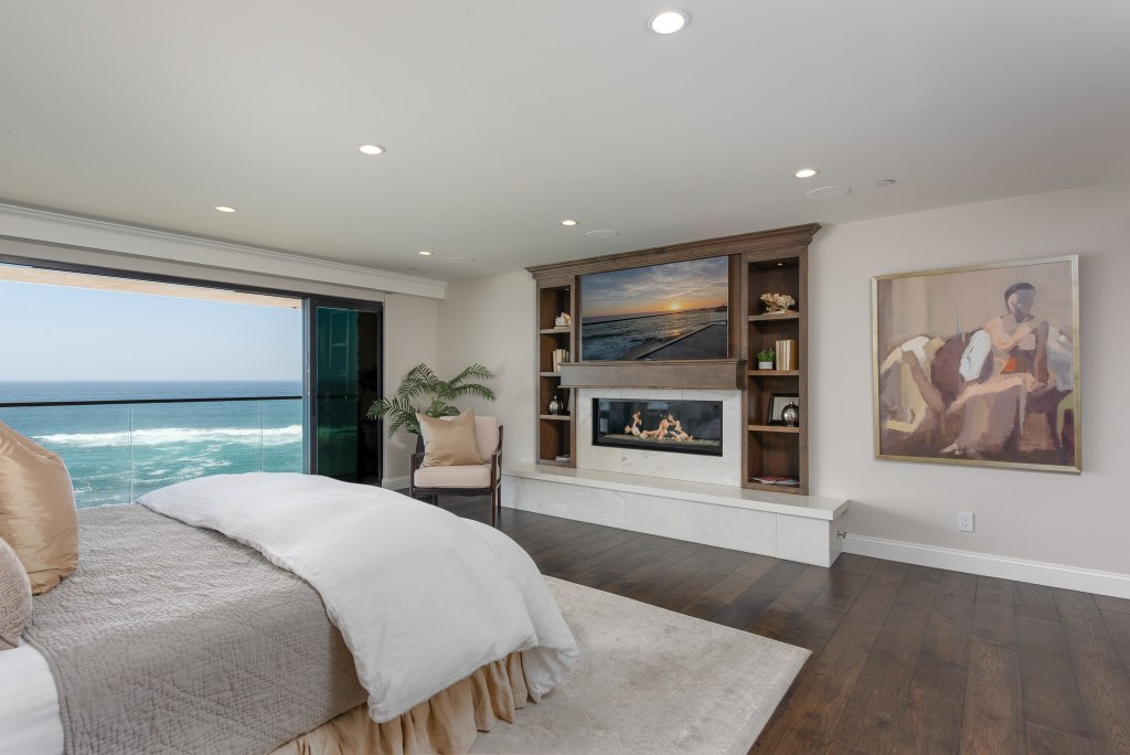 Master Bed Laguna Beach