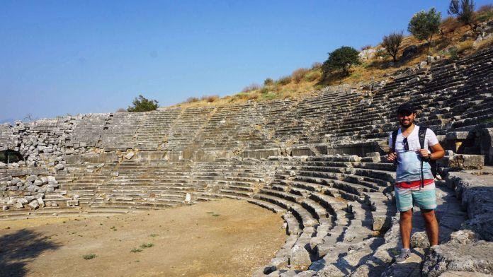 Fethiye Patara Antik Kent Tiyatrosu fethiye gezi rehberi Fethiye Gezi Rehberi Fethiye Patara Antik Kent 696x392