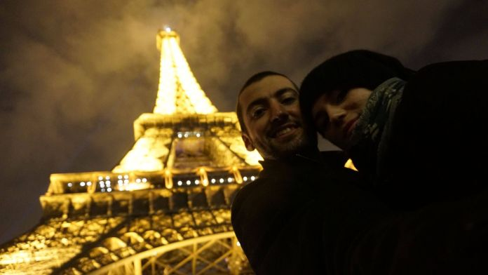 Fransa Paris Eyfel Kulesi paris gezi rehberi Paris Gezi Rehberi Fransa Paris Eyfel Kulesi 696x392