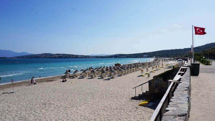 Çeşme Ilıca Halk Plajı çeşme gezi rehberi Çeşme Gezi Rehberi e me Il ca Halk Plaj 696x392