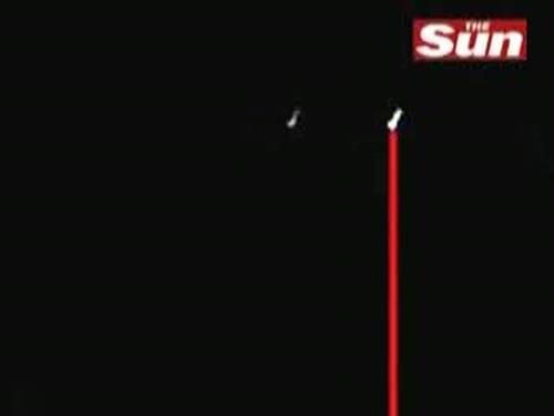 OVNI dispara raio de luz… eletrônica