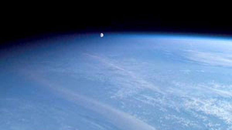 OVNI na atmosfera? Não, a Lua!