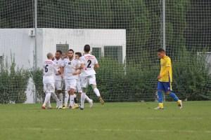 Los jugadores ceutíes celebran el gol del empate en Cádiz.