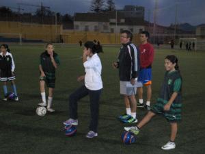 Primera toma de contacto para las alevines de fútbol 8