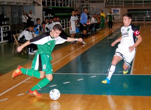 Nono, capitán de los ceutíes, en un lance del partido con Extremadura