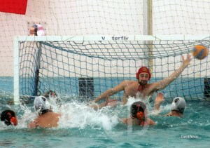 Un lance del partido disputado esta mañana en la piscina del CN Caballa