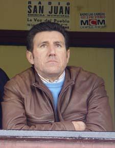 Diego Román sigue en el banquillo tras una brillante temporada en Primera Andaluza