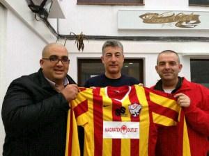 Karim Mohamed, Rafa Salcedo y Antonio Navarro, en la presentación de la nueva camiseta del BM Ramón y Cajal