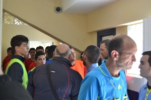 La segunda parte empezó con retraso porque un jugador del Ceutí agredió a un rival con el árbitro en el vestuario