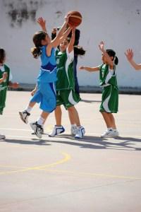 Imagen de uno de los encuentros disputados en la pasada edición del Encuentro baloncesto y Mujer