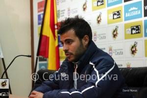El segundo técnico del Sevilla C, Carlos Antón, fue el que atendió a la prensa
