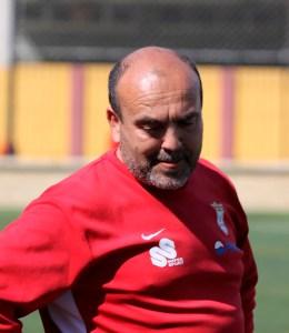 Al entrenador del Ceutí, Fuad Harrus, no le hace gracia que pite un colegiado de Primera Andaluza