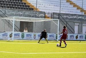 Lorena Bocanegra adelantó al Carmelitas, pero el equipo de Almendralejo volteó el marcador