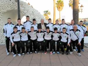 La selección sub-16 de fútbol sala, en la Estación Martítima de Ceuta, antes de iniciar el viaje a Cataluña
