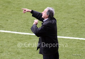 Álvaro Pérez espera que su equipo juegue un partido serio e intenso en Conil