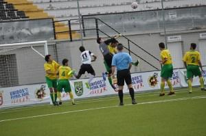 El Goyu y el Ceutí empataron a un gol en un derbi en el que ninguno de los dos quería perder