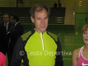 El soriano entiende que la continuidad de José María Odriozola es perjudicial para el atletismo español