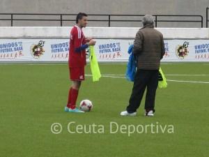 Álvaro Pérez entrega el peto de titular a Randy