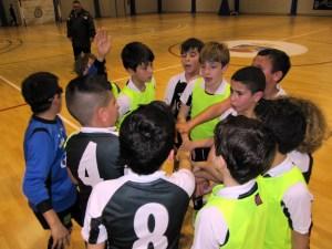 Los jugadores de Pacote hacen una piña antes de empezar su partido frente a Baleares