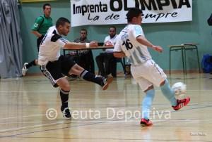 El ala de la UA Ceutí FS dispara a puerta en el partido del pasado sábado