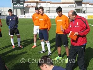 El entrenador ceutí entiende que en Liga Nacional deben jugar chavales de Ceuta