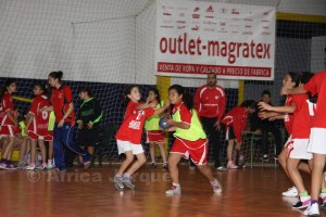 La Liga escolar de balonmano base se disputa en el polideportivo La LIbertad