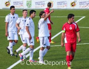 Villatoro, que ha cuajado un gran partido, celebra su gol de penalti