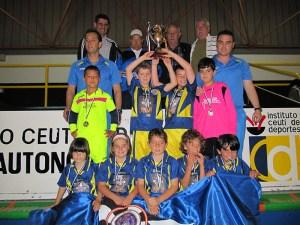 El Polillas Ceuta, con el trofeo de subcampeón de la Liga prebenjamín